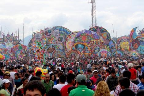 Los barriletes gigantes - The giant kites.